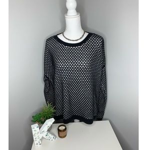 Old Navy Black and White pattern knit sweater !